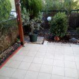 κατω μπαλκονι με κηπο